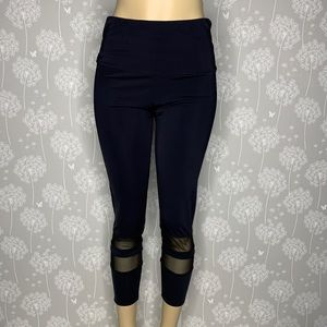 Onzie Flow Leggings Size Large Black Cropped